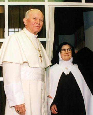 Sor Lucía con el Papa Juan Pablo II