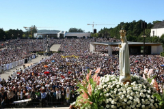 Virgen de Fátima en procesión