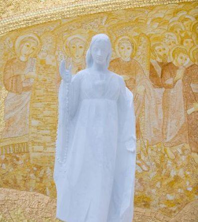 Escultura del coración inmaculado de la Virgen