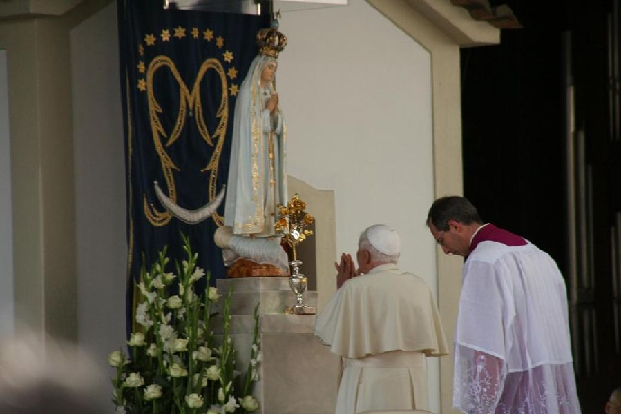 resized_pope-fatima-2010-211